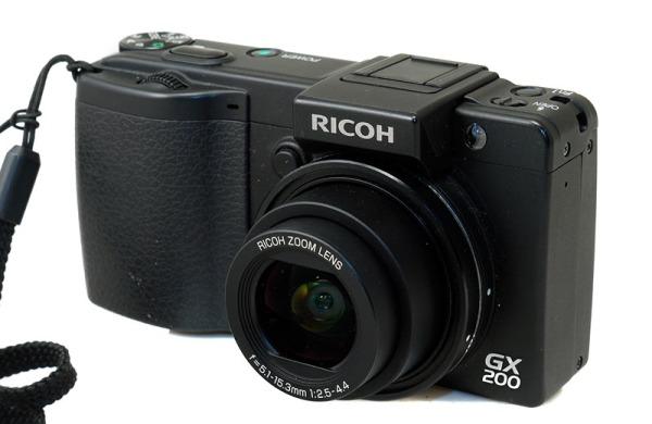 Ricoh GX200: Futuro clásico de frente